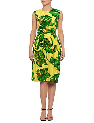 Flattering dresses for apple shaped women