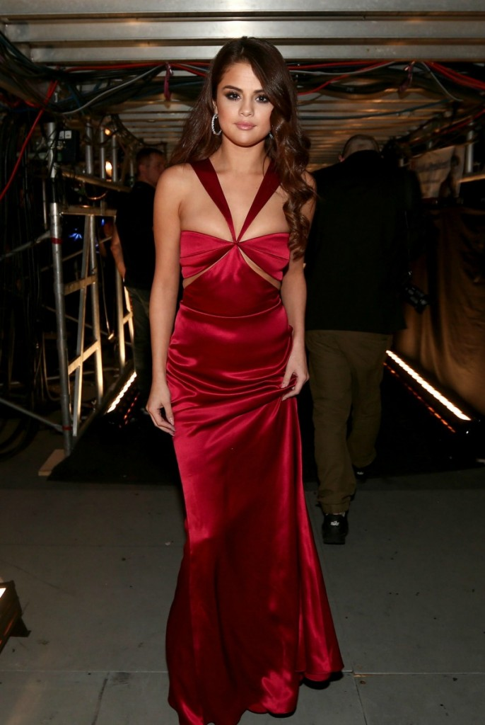 Selena Gomes in Cushnie et Ochs