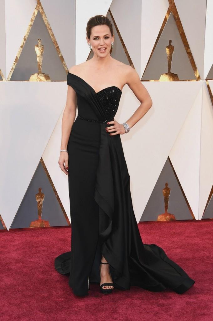 Jennifer Garner in Rene Caovilla