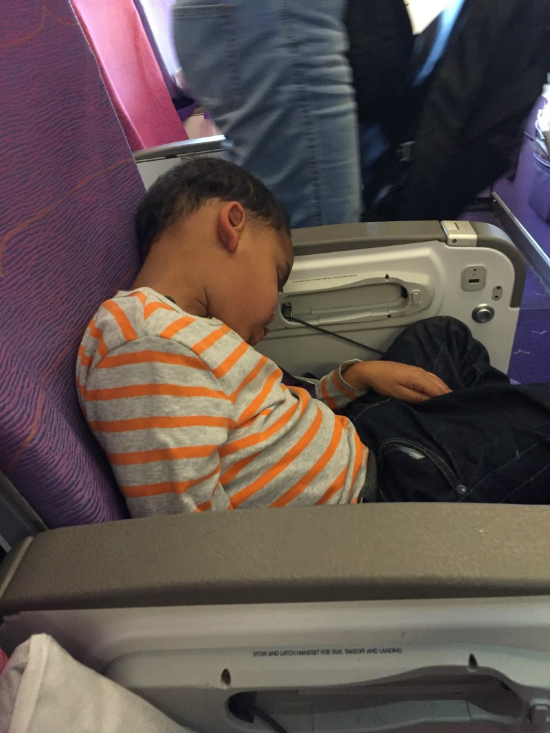 Top 10 Tips to Survive a Long Haul Flight with 2 Kids Solo