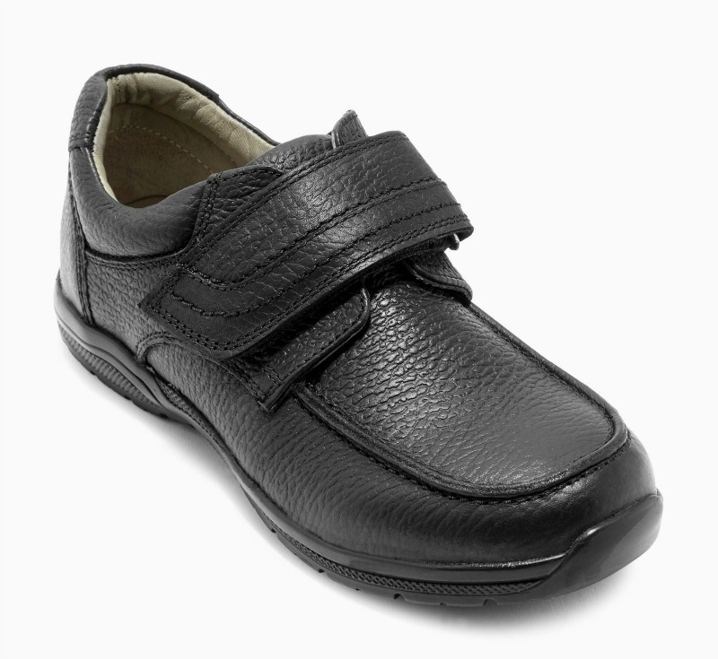 Shop for boys' shoes at 0549sahibi.tk Browse through our online selection of where you'll find a great range of school shoes, espadrilles and pumps for boys.